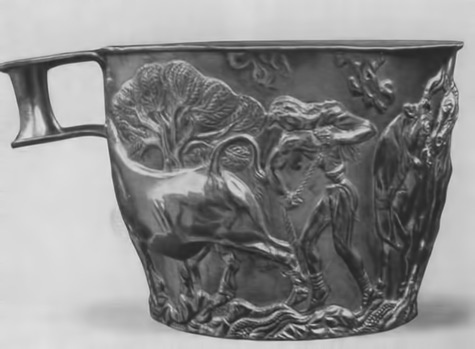 Gold Cup of Tolosa in Vafio with the image of taming wild bulls.-Ok.-1500-BC.-e