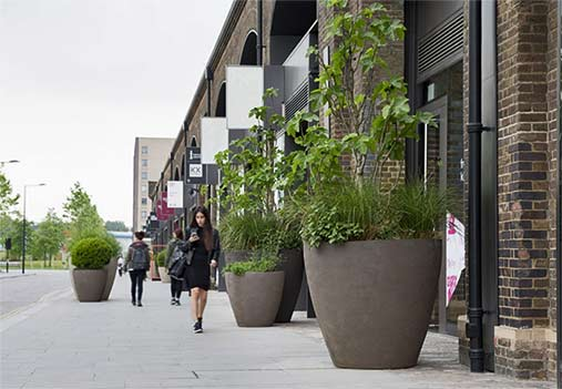 atelier-vierkant-kings-cross-london-townshend-landscape-opted-for-groups-of-uf-u-and-a-shapes-with-simple-curved-lines