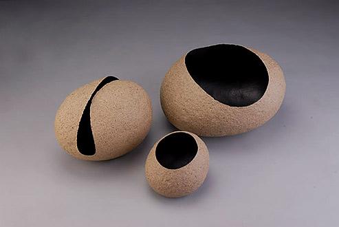 Kawakami Tomoko ceramic vessels