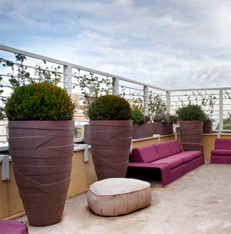 Loft design in the Parioli, Rome with Atelier Vierkant tall planters