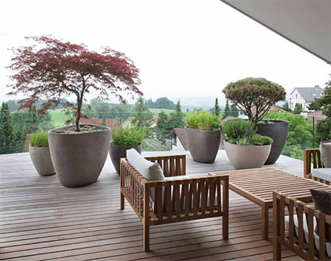 Balcony planter garden with Atelier-Vierkant pots