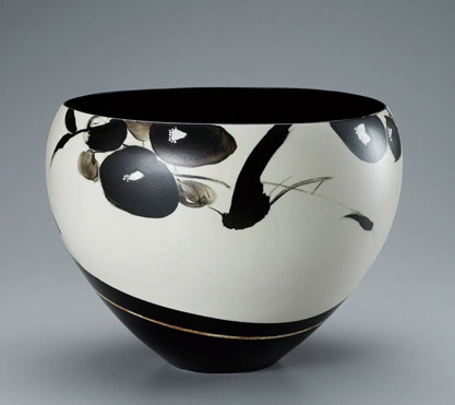 Bowl with bird and flower design in black paint by Kazu Yoneda