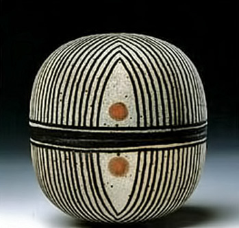 Thrown-Cupola-box.-1990-Beate-Anderson-photo-Ole-Haupt. Ceramic box with black and white stripes