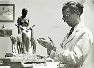Adolfo Cipriani sculptor working in his studio