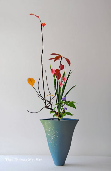 Thai-Mai-Van-Thomas,-ikebana-Contemporary-Shoka-for-fall