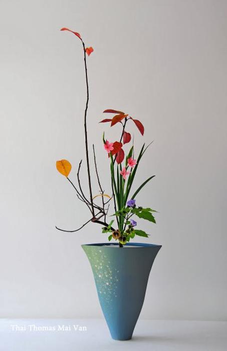 Thai-Mai-Van-Thomas,-ikebana-Contemporary-Shoka-for-fall