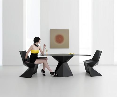 Contemporary garden table by Karim Rashid---VERTEX