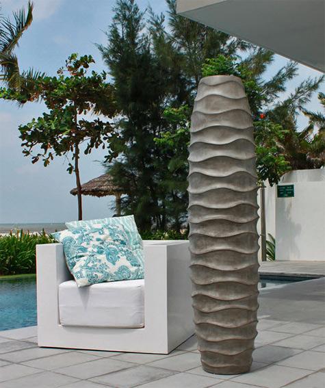Original-design-vase---ceramic---SIGNATURE---Saveri-Singapore-Hand-polished-concrete,-wavy-lines