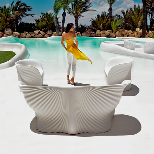 Vondom-Biophilia-Sofa designed by Ross Lovegrove - white wave textured sofa and matching lounge chairs