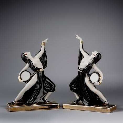 robj__paire_de_sculptures_en_porcelaine_figurant