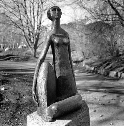 Outdoor sculpture - 'Seated-Lady'-by-Herman-Hohuas
