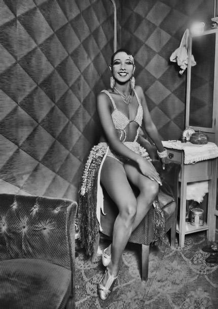 Josephine-Baker-at-the-Casino-de-Paris,-by-Luis-Ramon-Marin-1930s