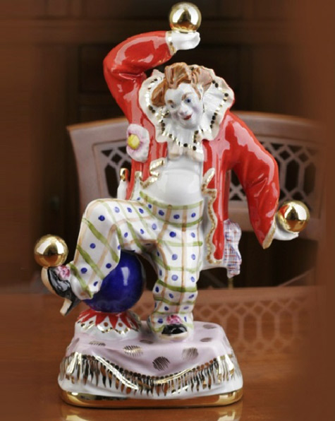 Porcelain-figurines-from-the-series-'Clowns'-by-sculptor-Sergey-Orlov