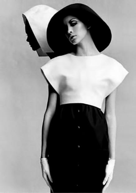 Balenciaga-in-Harper's-Bazaar,-March-1968 minimalist outfits