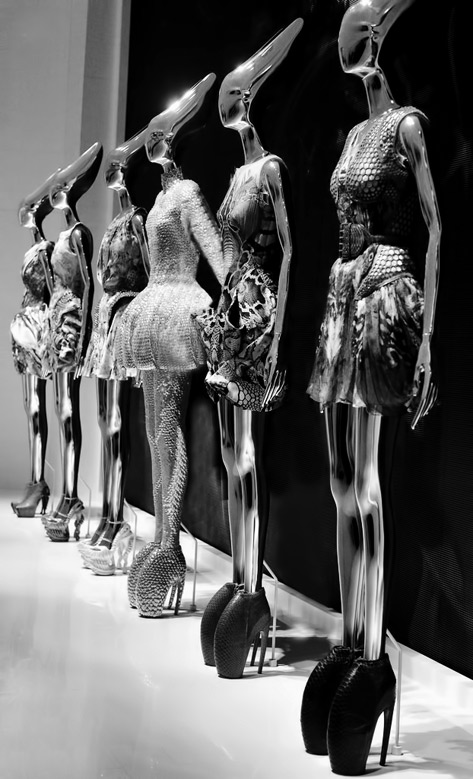 Exhibition---Alexander-McQueen---Savage-Beauty