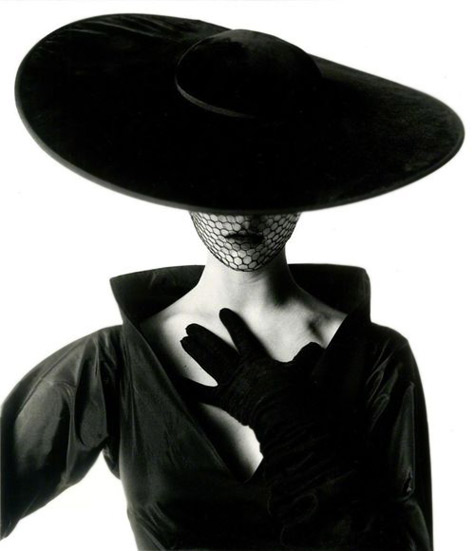 Model Jean-Patchett-photographed-by-Irving-Penn,-New-York-1949