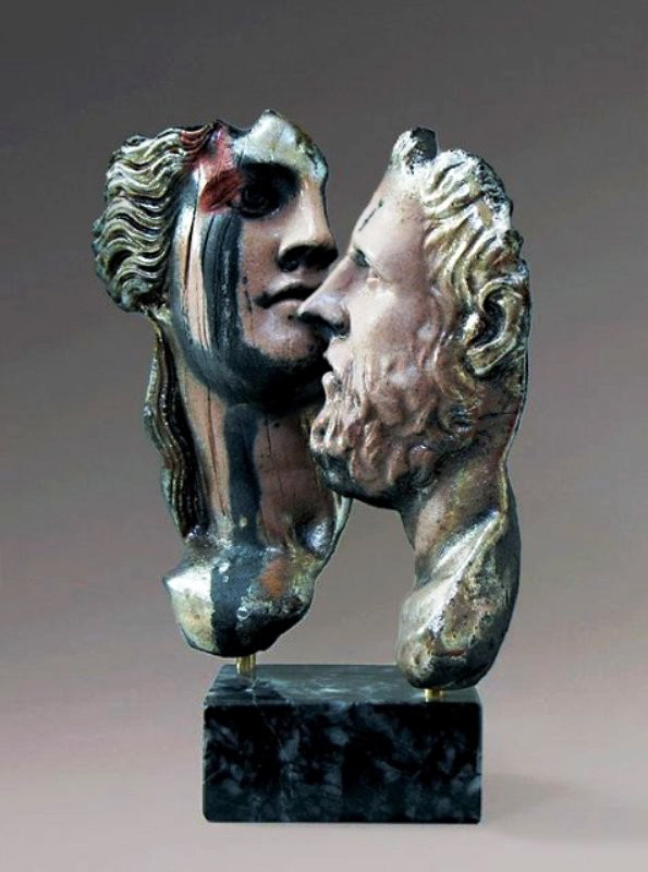 Sculpture of two abstract heads - Yiannis Nanouris