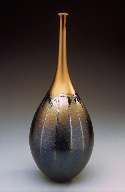 Hideaki-Miyamura---Tall teardrop shaped vase with black & gold glaze