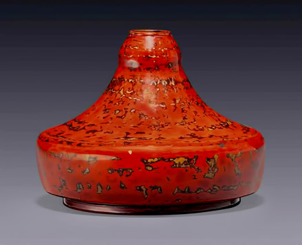 jean_dunand_a_vase_circa_1925 red lacquer gold highlights