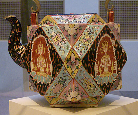 Chinese-export-teapot-for-the-Thai-market-(1175-1875)-by-sftrajan