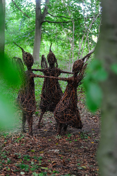 Emma Stothard---Sculptor--Willow-Sculpture-and-Wire-Sculpture---North-Yorkshire,-UK