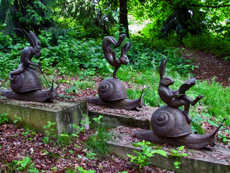 Tom Frantzen Belgium sculptor    Three hares riding snails