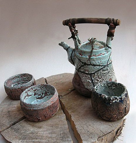 teapot-by-maa Teapot with wooden handle and tea bowls