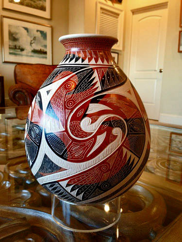 Mata Ortiz pot with sgraffito in red,black and white
