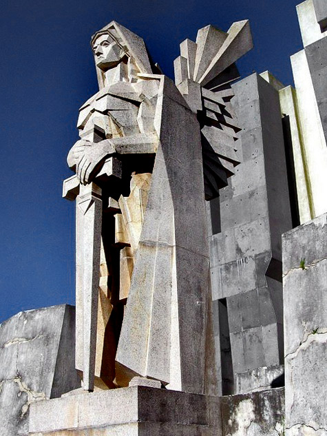 Argentinian Art Deco architecture by Francisco Salamone Monumental outdoor sculpture of a kinght with a sword