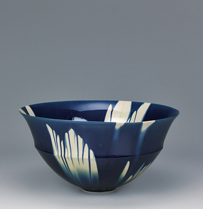 Bowl-with-indigo-three-color-glaze-decoration by Kato Kiyokazu
