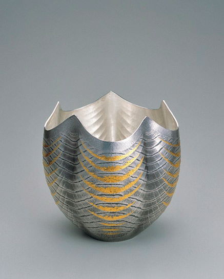 GALLERY-JAPAN---Japanese-traditional-art-crafts-Osumi-Yukie- tankin ( hammered) vessel