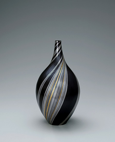 Jar made by forging and heat welding method. GALLERY JAPAN - HAGINO Noriko