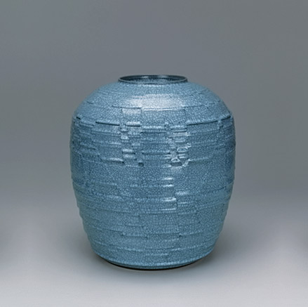 Jar with celadon glaze and carved design. GALLERY JAPAN NAKASHIMA Hiroshi LNT