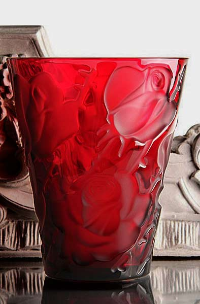 Lalique-Rouge-Ispahan-Vase red vase with rose motifs