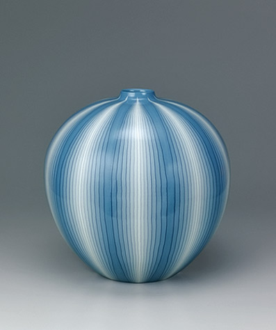 Large vase with muku tree ash glaze and marbled line design. GALLERY JAPAN MATSUI Koyo
