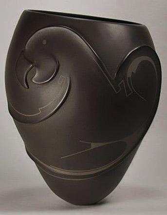 Mata-Ortiz-Pottery-by-Pabla-Quezada---Parrot-Olla
