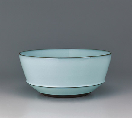 Nakano deep bowl with moon white glaze. GALLERY JAPAN Japanese traditional art crafts FUKUSHIMA Zenzo