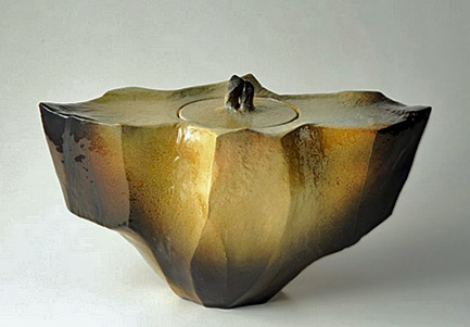Toshio Ohi Contemporary KOGEI Art Fair Lidded pottery jar