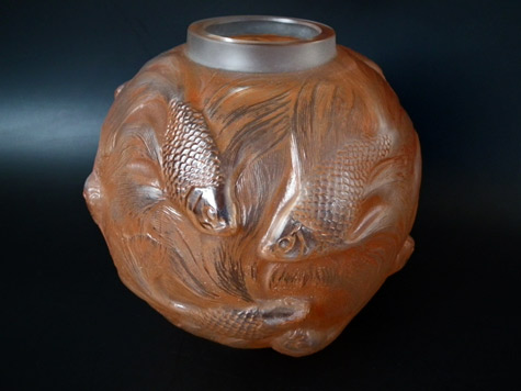 lalique-vase swimming fish decoration