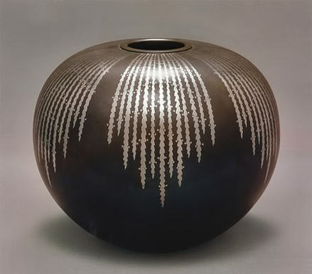 GALLERY-JAPAN--Metalwork vessel - Ozawa Koumin (Living National Treasure)