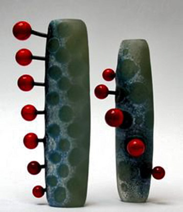 'Chain-Reaction'-&-'Loop'-by-English-glass-artist-Diana-East