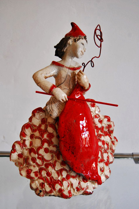 Contrebassiste-2-Pauline-Watteau girl figurine playing a red leaf cello