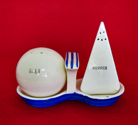 Vintage-1939-or-1940s-trylon-and-perisphere1939-World's-Fair-salt-and-pepper-shakers-and-holder-Atomic-Dimestore---etsy