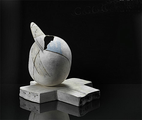 Gordon-Baldwin-by-Erskine--Hall---Coe-Avis-On-a-Base-1983- contemporary abstract ceramics