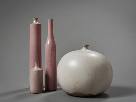 Jacques and Dani Ruelland - Creme glazed earthenware snow trap vase & Three pink glazed earthenware bottle shape vases Vase Boule Vases Bouteille ca. 1960 Available for Sale Artsy