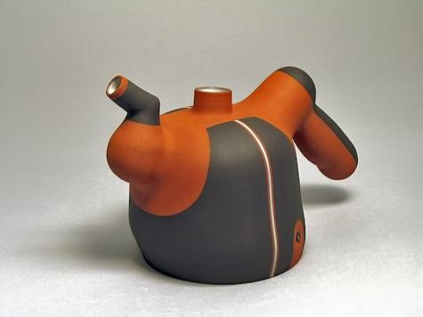 Jose-Sierra ceramic teapot in burnt orange and dark brown