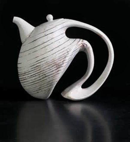 Porcelain maker Jeroen Bechtold - modernist teapot