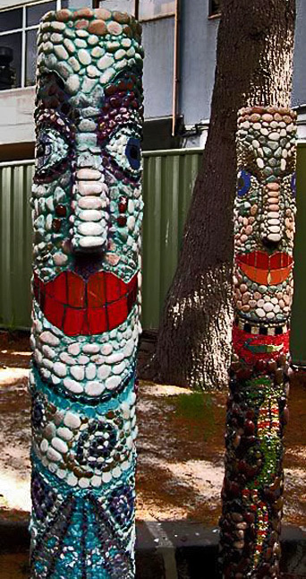 Suesy-Circosta--Community-Artist,-Melbourne-Courtyards-and-Gardens-mosaic totems