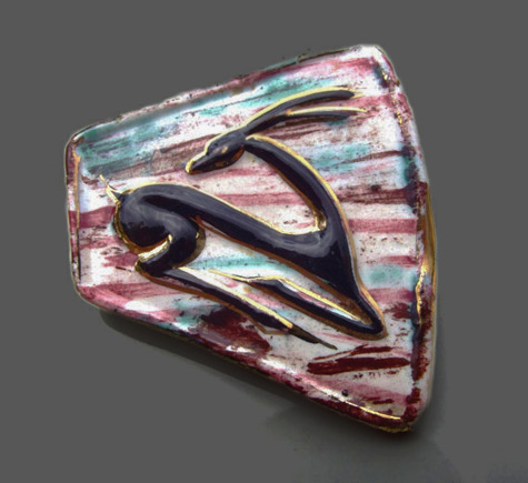 Vintage-Mid-Century-Deco-style-irregular-shaped-abstract-hand-painted-leaping-deergazelle-ceramic-brooch