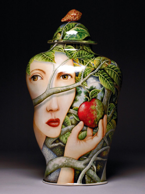 Kurt-Weiser-Red-Queen,-2008;-porcelain,-china-paint;-18-x-10-x-8-in